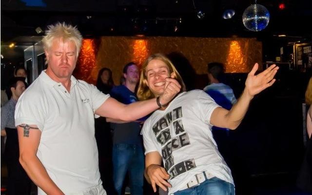 Baby, du siehst gut aus - Die amtierenden Luftgitarrenspielerlegenden Guido Braun und Simon Reverb. (Foto: David Simon)