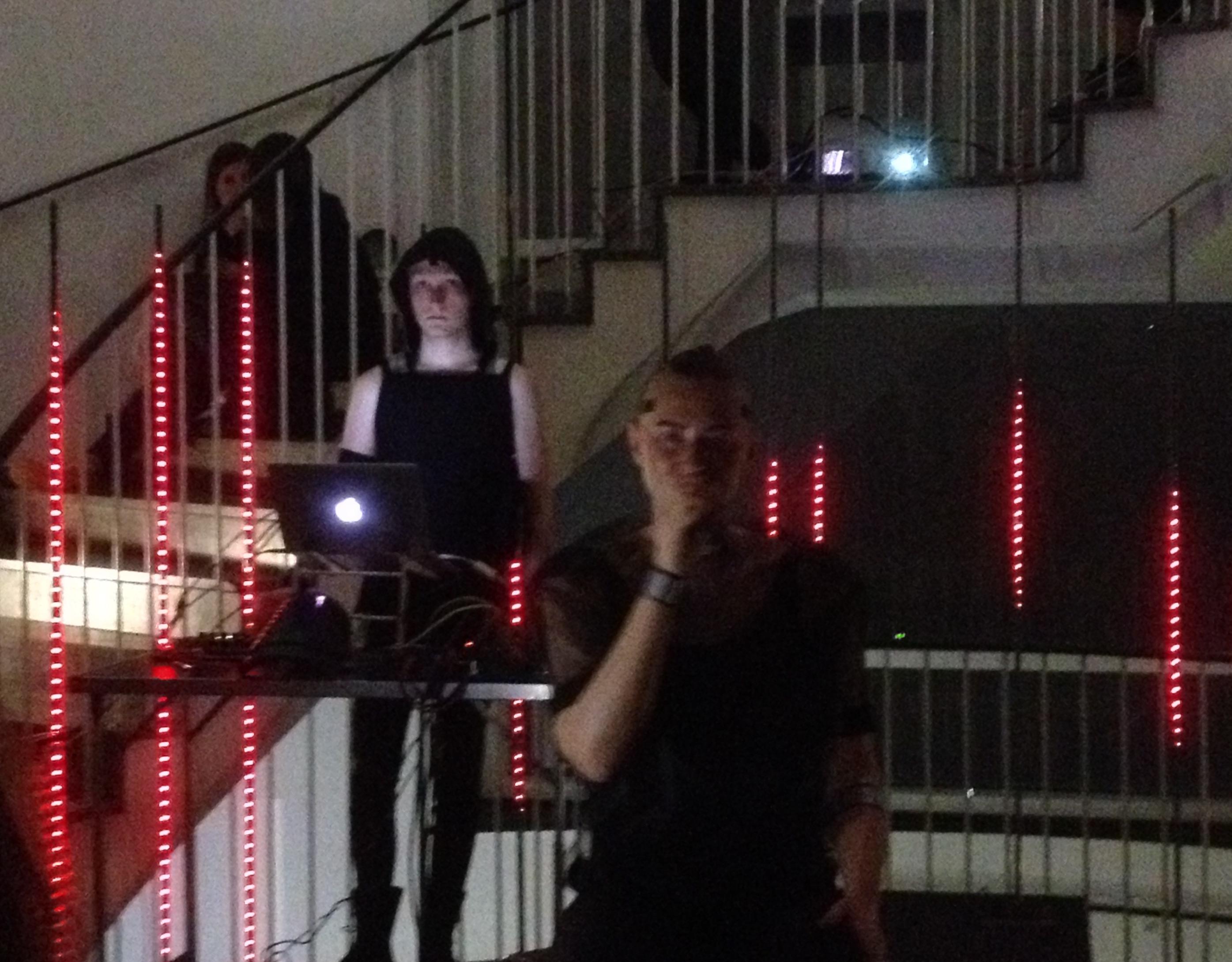 Grandiose Performance vor neuer Lichtinstallation im Frankfurter Kunstverein: BBB_