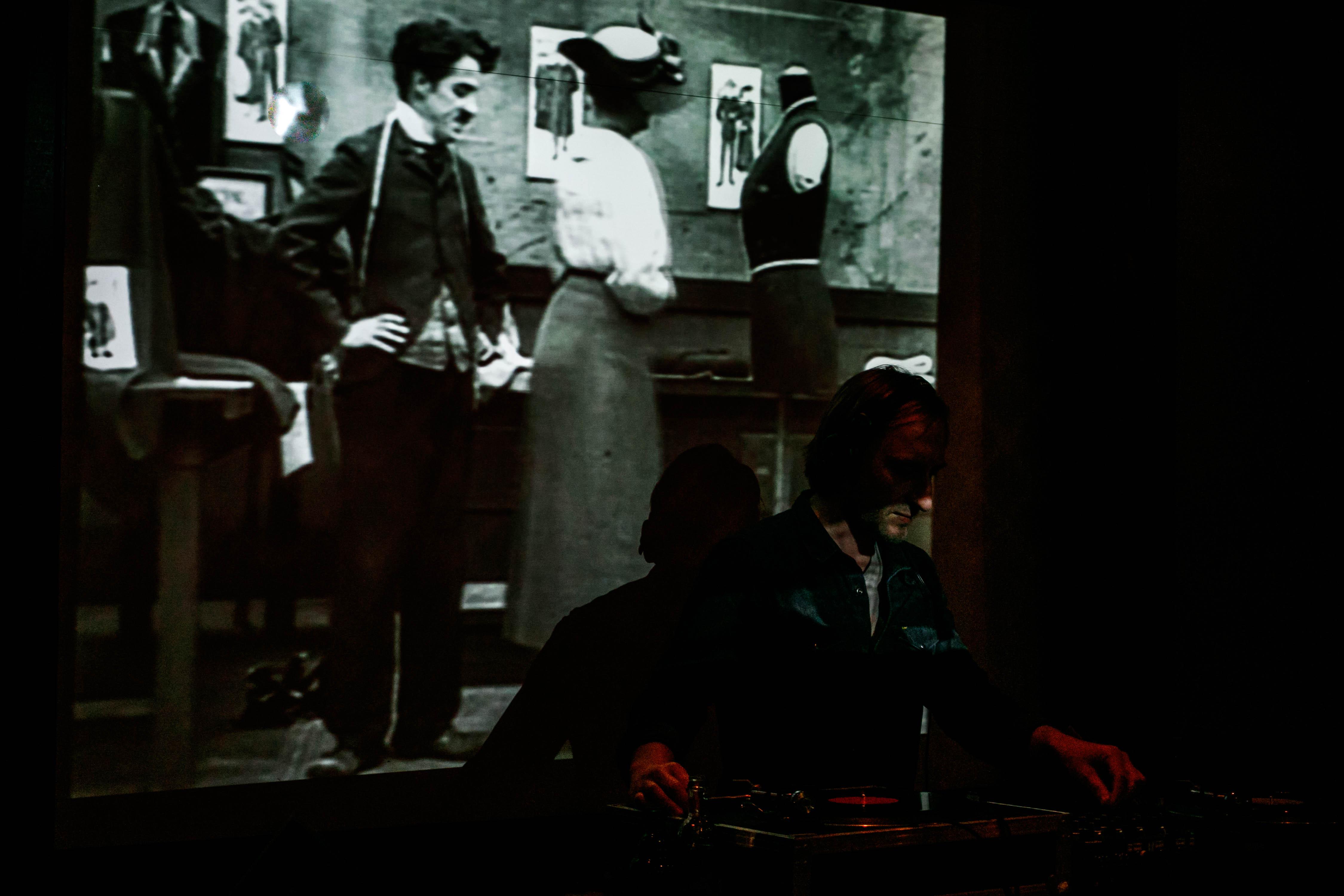 DJ Alexander Antonakis: Expertise in Sachen Disco, Boogie und House in der Old Fashioned Bar