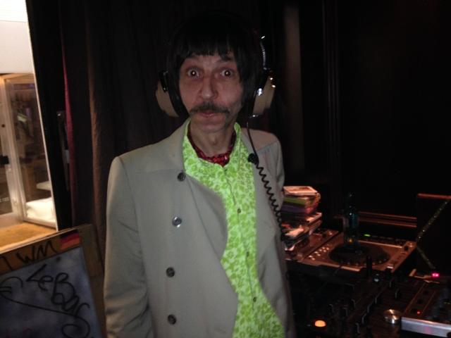Immer für ein Späßchen zwischen zwei Rillen zu haben: Sixties Experte DJ Konrad