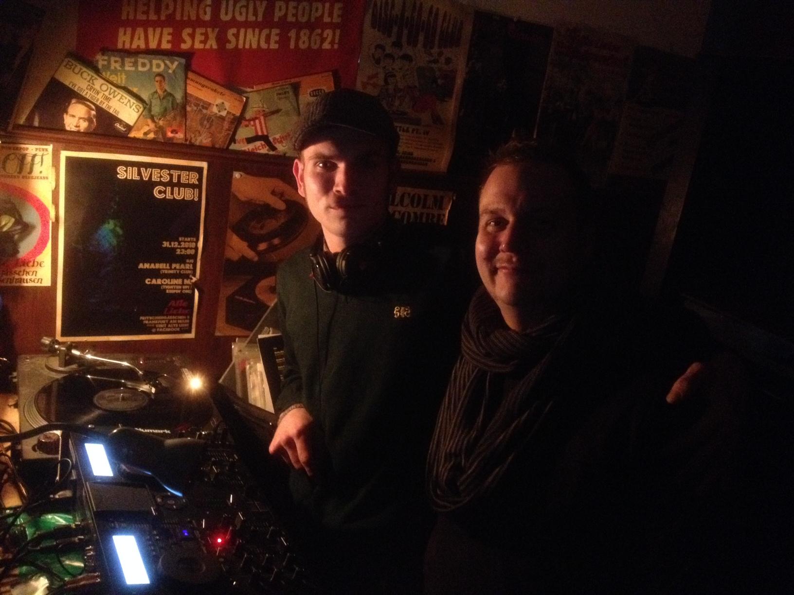 Vinylriders, nicht nur hinterm Mischpult gut gelaunt: Jimmy Jack und Boris Szech in der Alten Liebe