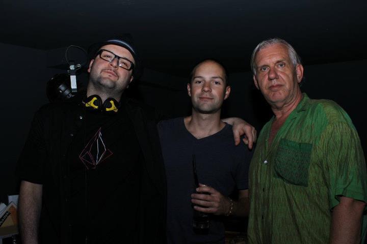 Fragwürdige Gestalten in dunklen Kellern - Partners in crime im Alten Falter (vlnr: ptrk9000, DJ Pure, Jazzmadass)
