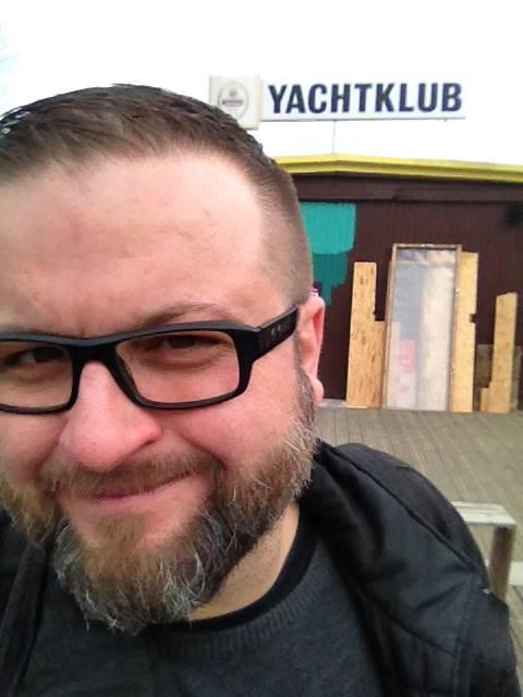 Patrick Neuntausend vorm Yachtklub im Frühjahr (Symbolfoto)