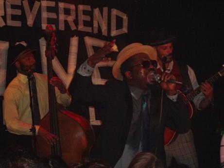 Reverend Shine Snake Oil Co im Ponyhof - da brennt die Luft!