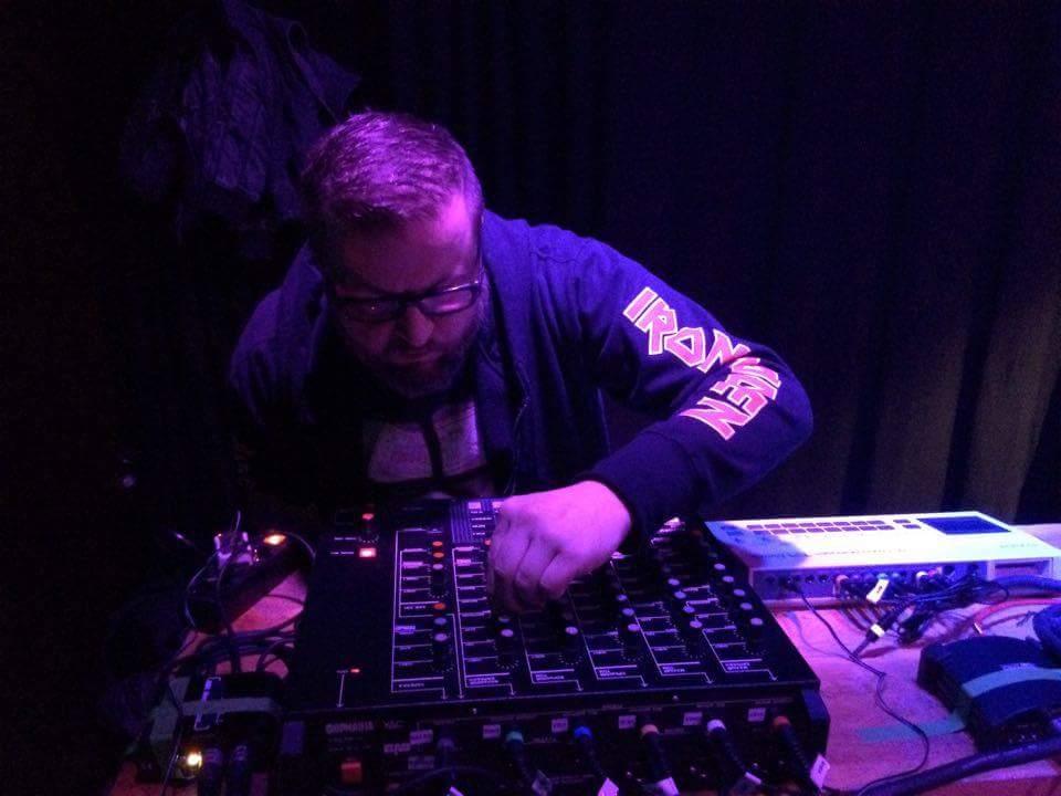 Zsch, Krz, Krk: Der Neuntausender am Drumsynthesizer im Rahmen des Electronic Beat Battles im Orange Peel